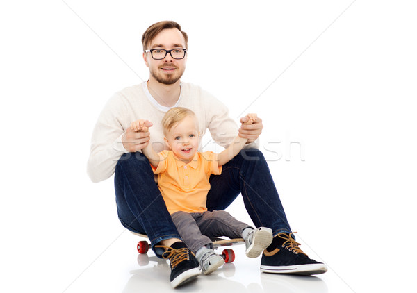 Feliz padre pequeño hijo skateboard familia Foto stock © dolgachov