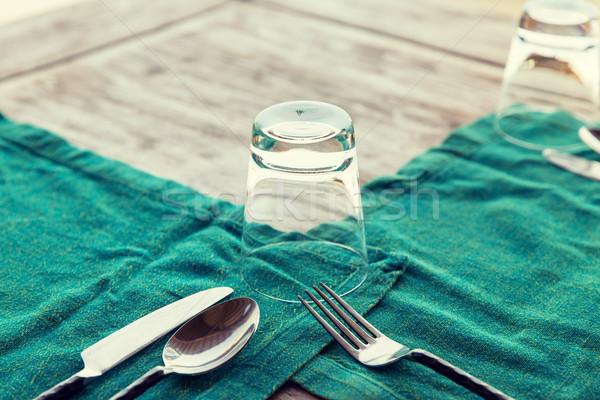 çatal bıçak takımı cam peçete tablo Stok fotoğraf © dolgachov