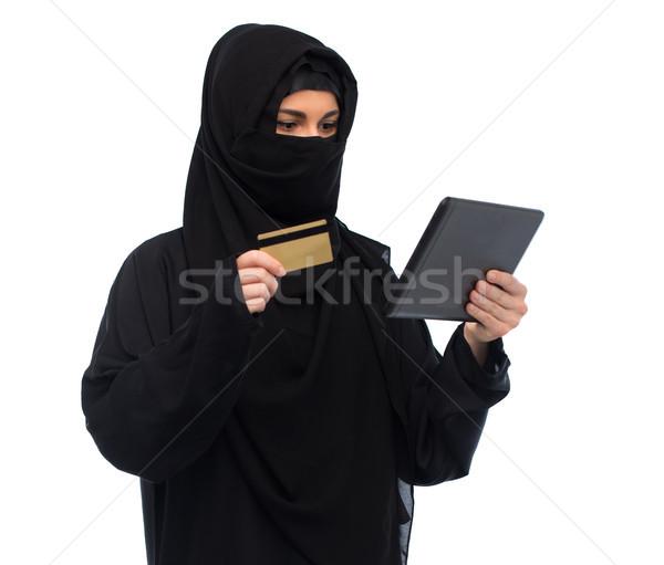Kadın başörtüsü kredi kartı teknoloji Stok fotoğraf © dolgachov