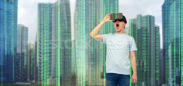Homem virtual realidade fone óculos 3d moderno Foto stock © dolgachov