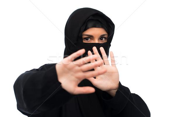 Muszlim nő hidzsáb mutat stoptábla vallásos Stock fotó © dolgachov