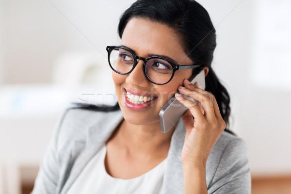 Imprenditrice chiamando smartphone ufficio business tecnologia Foto d'archivio © dolgachov