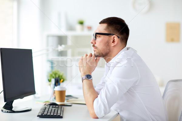 бизнесмен очки сидят служба компьютер деловые люди Сток-фото © dolgachov