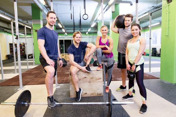 Grupo amigos equipamentos esportivos ginásio fitness esportes Foto stock © dolgachov
