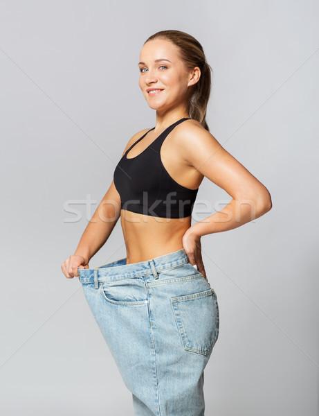 Jonge slank vrouw pants fitness Stockfoto © dolgachov