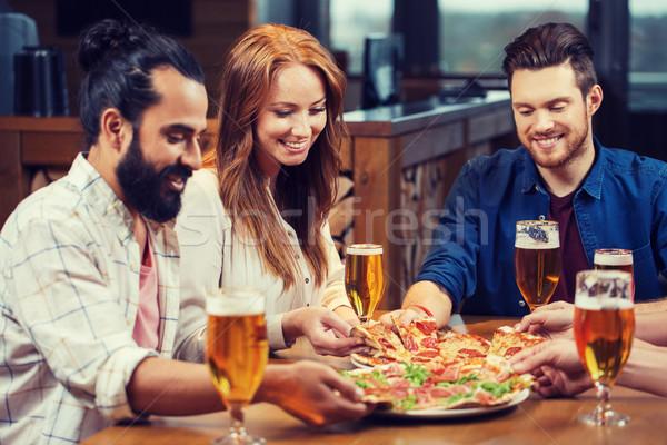 Сток-фото: друзей · еды · пиццы · пива · ресторан · отдыха