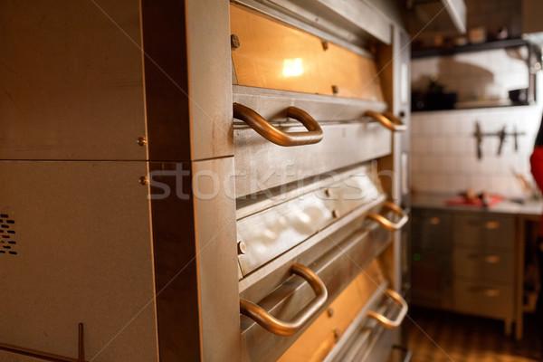 Kenyér sütő pékség konyha étel főzés Stock fotó © dolgachov