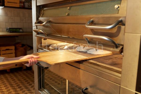 Pék kéz kenyér sütő pékség étel Stock fotó © dolgachov