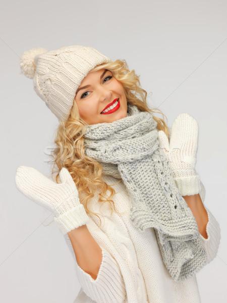 Gyönyörű nő kalap sál ujjatlan kesztyűk fényes kép Stock fotó © dolgachov