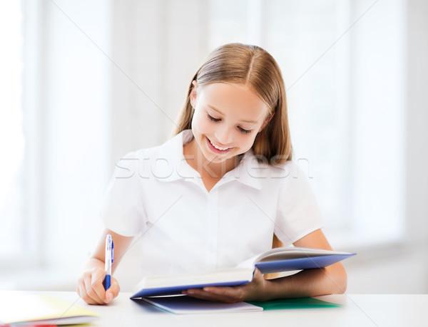 Diák lány tanul iskola oktatás kicsi Stock fotó © dolgachov