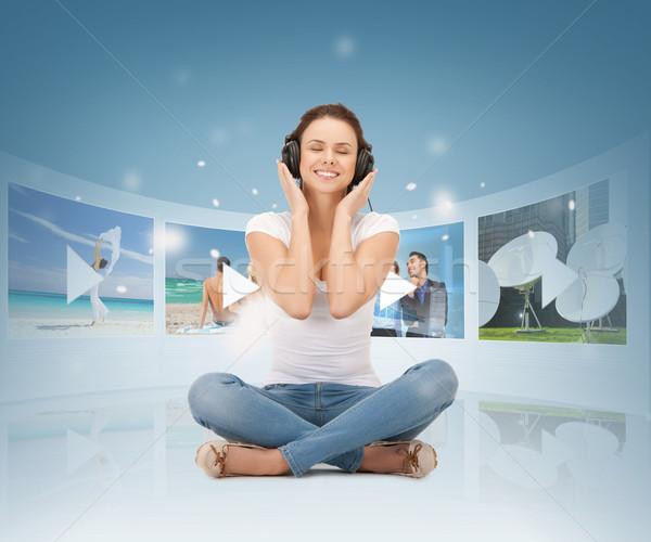 Szczęśliwy kobieta słuchawki mediów telewizja muzyki Zdjęcia stock © dolgachov