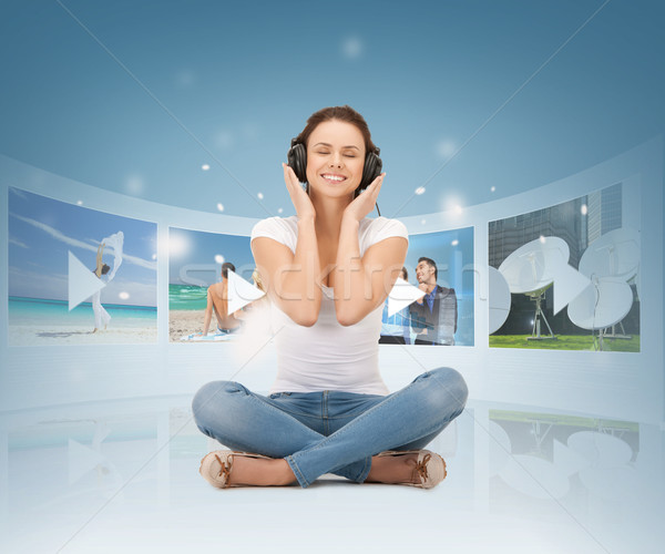 счастливым женщину наушники СМИ телевизор музыку Сток-фото © dolgachov