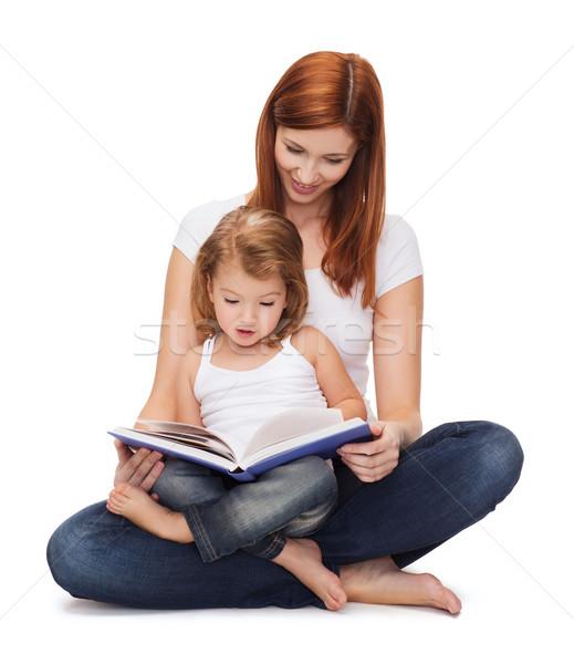 Heureux mère adorable petite fille livre enfance Photo stock © dolgachov