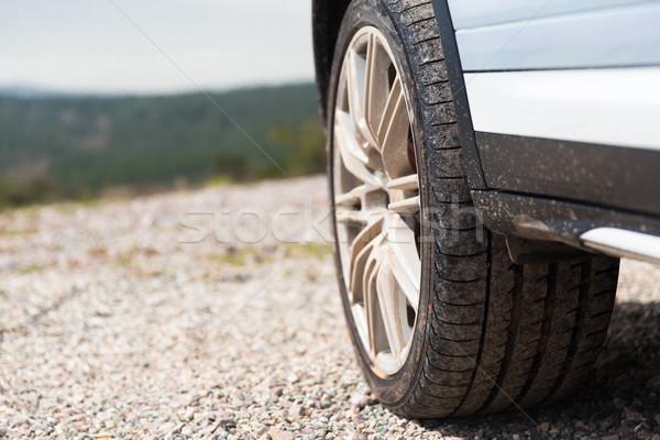 Sale voiture roue falaise transport Photo stock © dolgachov