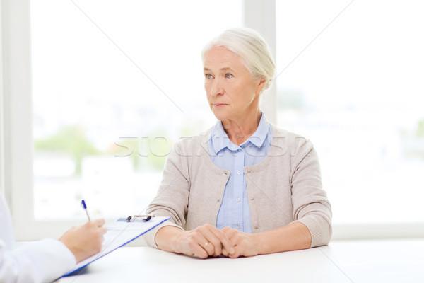 врач буфер обмена старший женщину больницу медицина Сток-фото © dolgachov