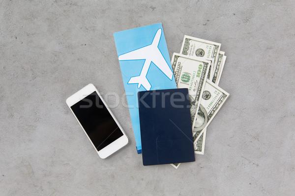 воздуха билета деньги смартфон паспорта туризма Сток-фото © dolgachov