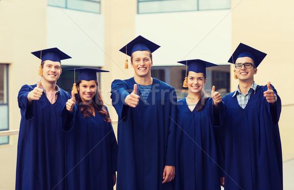 Foto stock: Grupo · sorridente · estudantes · educação · graduação · gesto