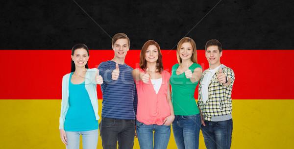 Grupy uśmiechnięty studentów edukacji Zdjęcia stock © dolgachov