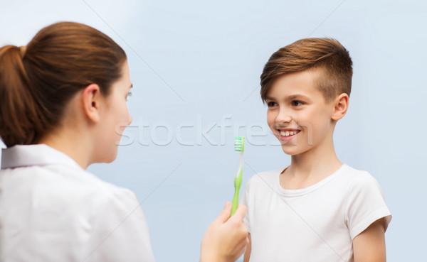 Médico cepillo de dientes clínica medicina Foto stock © dolgachov