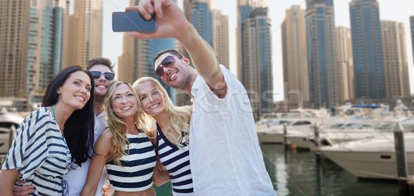 Boldog barátok elvesz város kikötő nyár Stock fotó © dolgachov