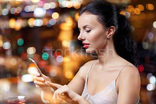 Genç kadın gece klübü bar insanlar gece hayatı Stok fotoğraf © dolgachov
