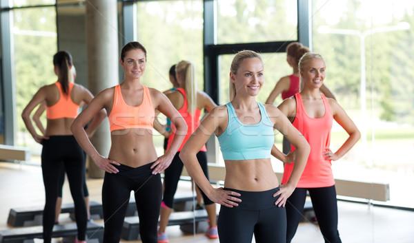 Groupe femmes gymnase fitness sport Photo stock © dolgachov