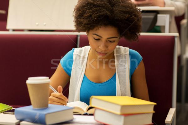 Student dziewczyna książek kawy wykład edukacji Zdjęcia stock © dolgachov