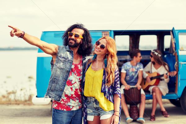 Sonriendo jóvenes hippie Pareja coche Foto stock © dolgachov