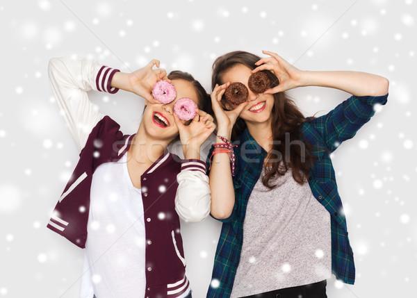 Boldog csinos tinilányok fánkok szórakozás tél Stock fotó © dolgachov