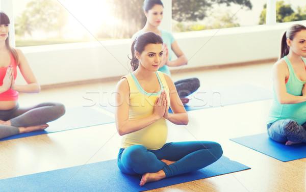 счастливым беременна женщины йога спортзал Сток-фото © dolgachov