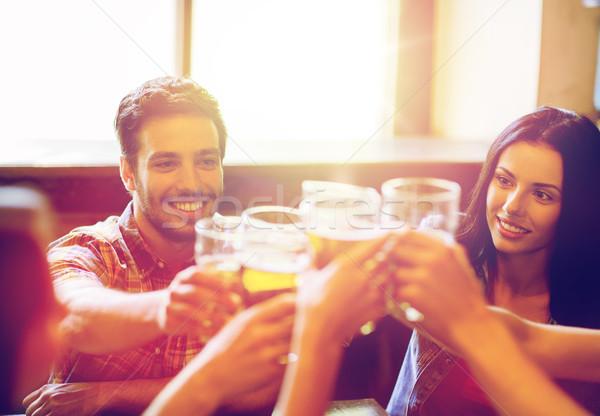 ストックフォト: 幸せ · 友達 · 飲料 · ビール · バー · パブ