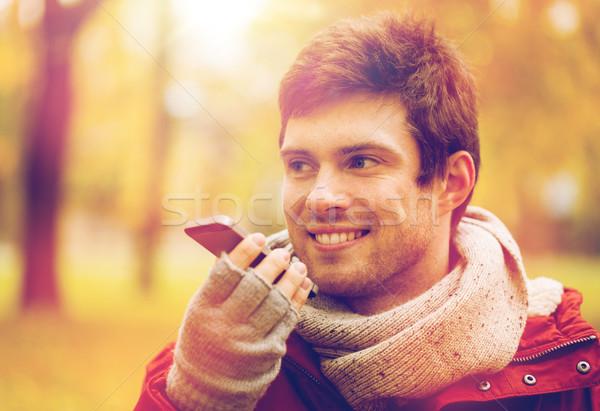 Homme voix smartphone automne parc loisirs Photo stock © dolgachov