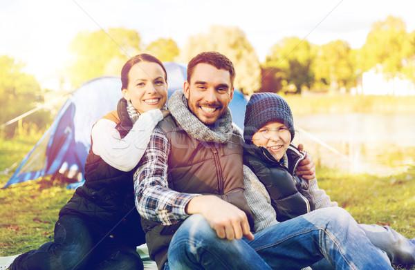 Gelukkig gezin tent kamp plaats reizen toerisme Stockfoto © dolgachov