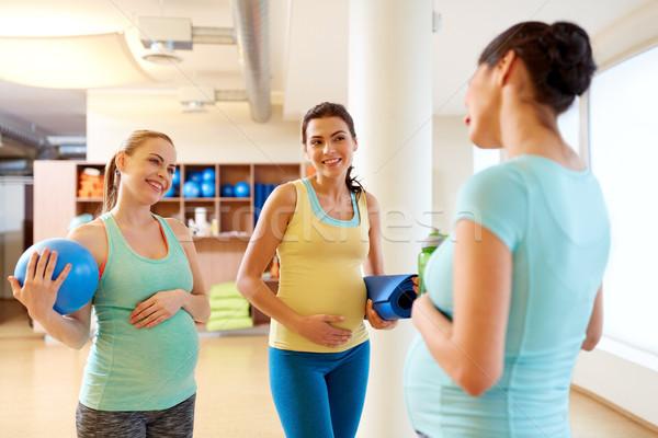 Hamile kadın spor malzemeleri spor salonu gebelik uygunluk Stok fotoğraf © dolgachov