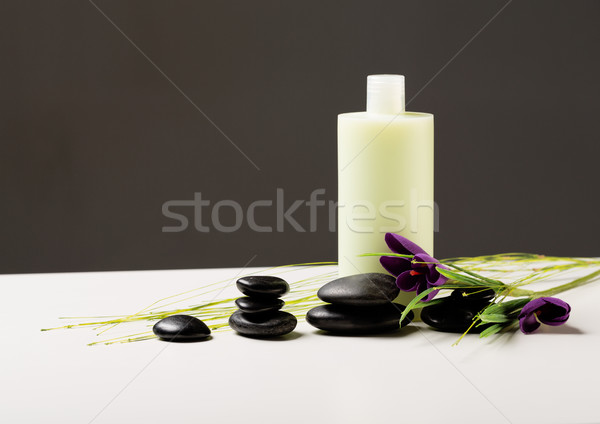 Shampooing bouteille massage pierres iris fleur Photo stock © dolgachov