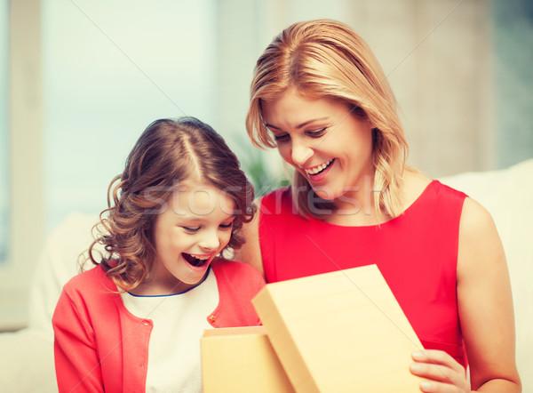 Mutter Tochter Bild Feld Haus Mädchen Stock foto © dolgachov