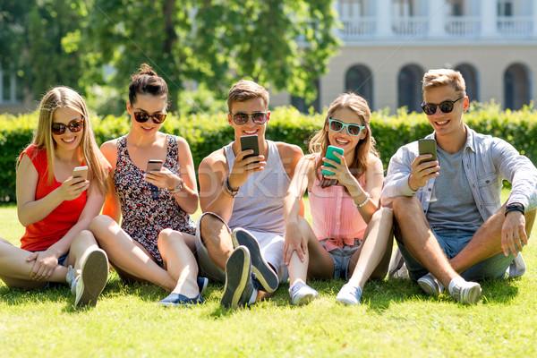 улыбаясь друзей сидят трава дружбы Сток-фото © dolgachov