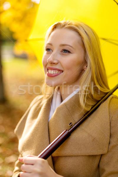 Mujer sonriente paraguas otono parque temporada felicidad Foto stock © dolgachov
