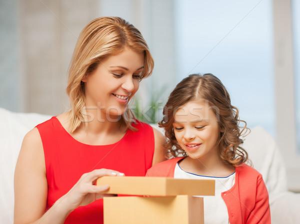 Mutter Tochter Bild Geschenkbox Mädchen Kinder Stock foto © dolgachov