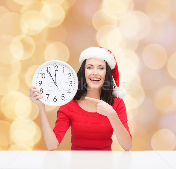Donna sorridente helper Hat clock Natale Foto d'archivio © dolgachov
