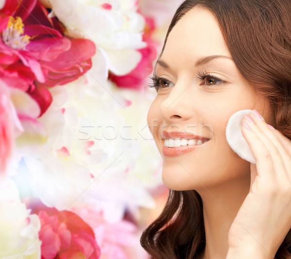 ストックフォト: 笑顔の女性 · 洗浄 · 顔 · 皮膚 · 綿 · 美