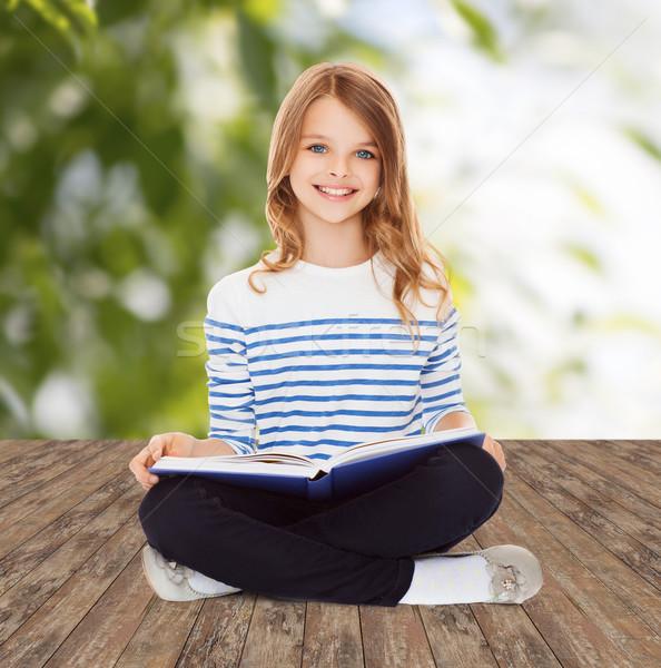 Estudante menina estudar leitura livro educação Foto stock © dolgachov