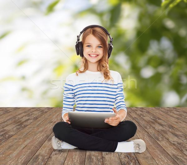 Mutlu kız kulaklık müzik teknoloji insanlar Stok fotoğraf © dolgachov
