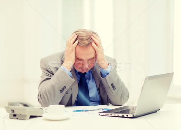 Alterar mayor empresario portátil teléfono negocios Foto stock © dolgachov