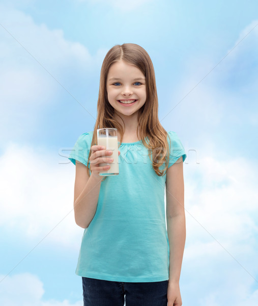 Sorridere bambina vetro latte salute bellezza Foto d'archivio © dolgachov