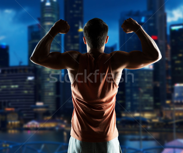 Junger Mann Bodybuilder Bizeps Sport Fitness Stock foto © dolgachov