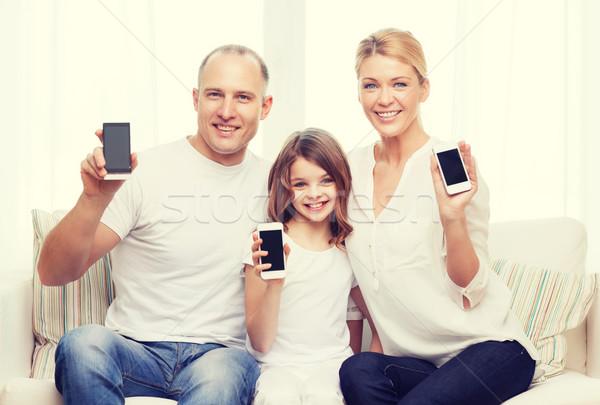 Ouders meisje smartphones home familie kind Stockfoto © dolgachov