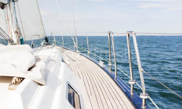 żaglówce żeglarstwo jacht pokład morza Zdjęcia stock © dolgachov