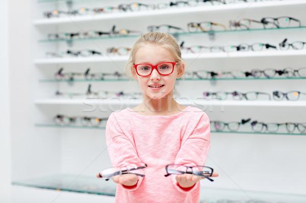 Bambina occhiali ottica store persone Foto d'archivio © dolgachov