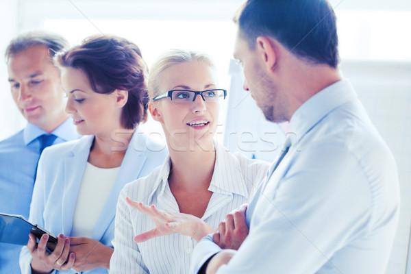 Hombre mujer debate oficina amistoso empresario Foto stock © dolgachov